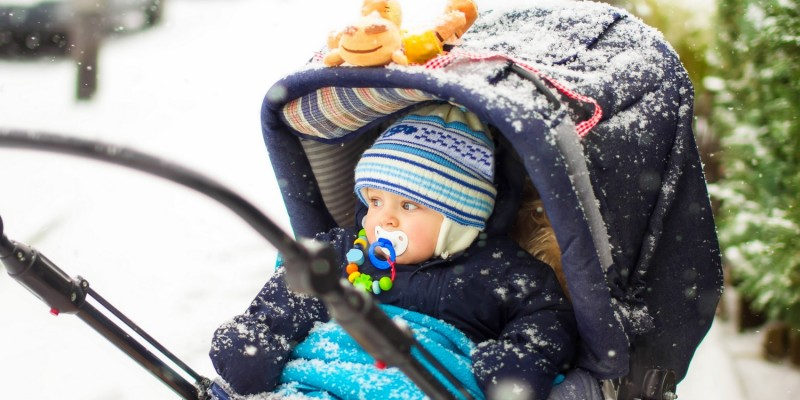 Baby in Kombiwagen